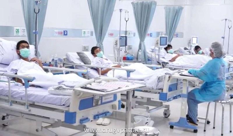 Тайские дети спасены из пещеры и находятся в госпитале