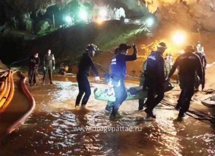 Спасение детей из пещеры в Тайланде