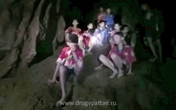 Пропавшие дети в пещере Таиланда - первые кадры британского дайвера